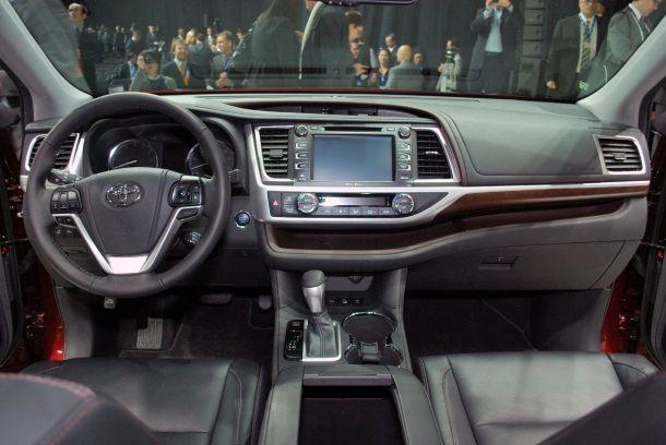 Фото: Передняя панель новой Toyota Highlander 2014