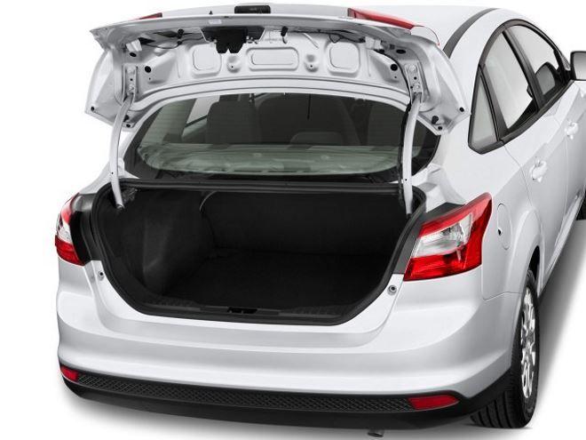 Фото: Совсем небольшой багажник Ford Focus 3 в кузове седан