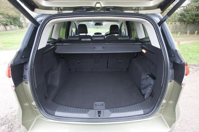 Фото: Багажник Ford Kuga 2014 объёмом 456 литров