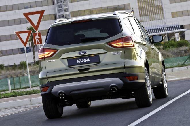 Фото: Вид сзади на кроссовер Ford Kuga 2014