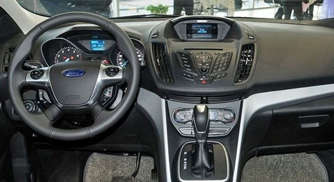 Фото: Руль и передняя панель Ford Kuga 2