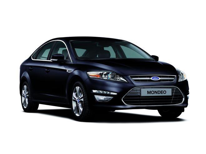 Фото: Внешний вид Ford Mondeo 4 темно-синего цвета