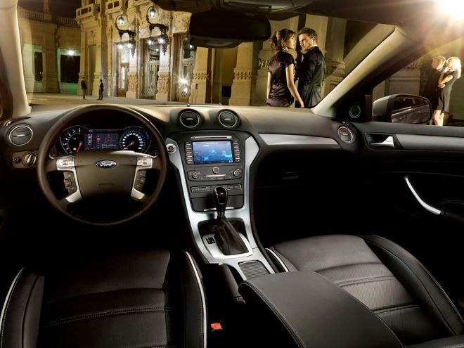 Фото: Кожаный салон Форд Мондео 4: передние кресла и панель управления