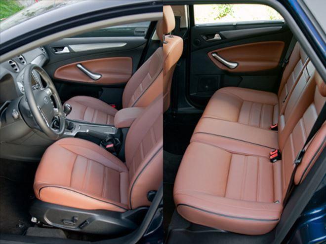 Фото: Как спереди, так и сзади в Ford Mondeo 4 много свободного места