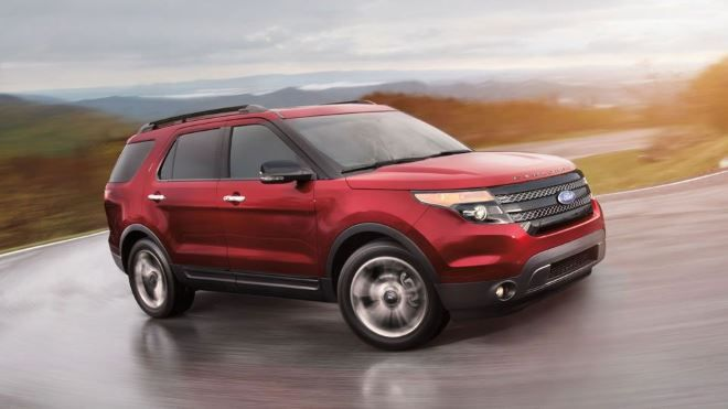 Фото: Экстерьер Ford Explorer Sport 2014 года, красного цвета