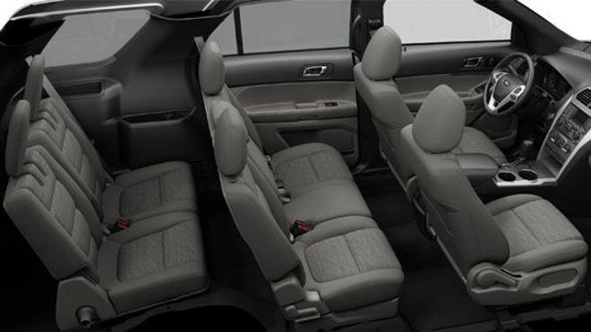Фото: Общий вид семиместного салона внедорожника Ford Explorer
