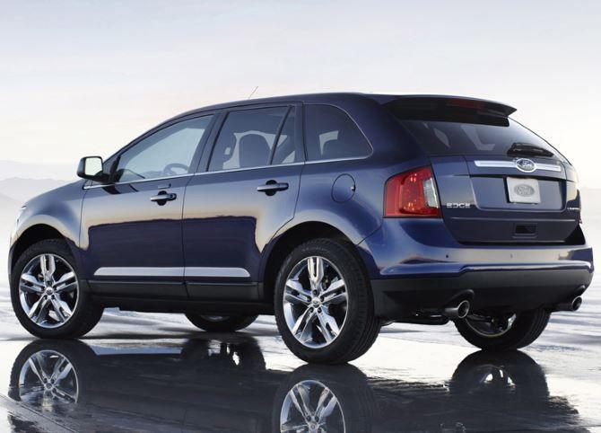 Фото: Вид сзади на Ford Edge 2014 синего цвета