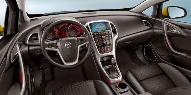 Фото: Передняя панель с навигатором и россыпью кнопок
