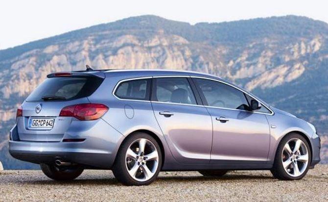 Фото: Внешний вид универсала  Opel Astra J