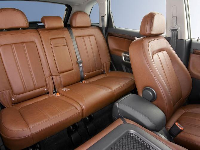 Фото: Задние кресла Opel Antara 2014. Обивка кожей, коричневый цвет