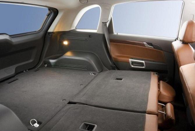 Фото: Багажник Opel Antara 2014  со сложенными спинками задних сидений