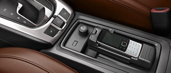 Фото: Изменение между передними сидениями в новом Opel Antara 2014. Электронный стояночный тормоз