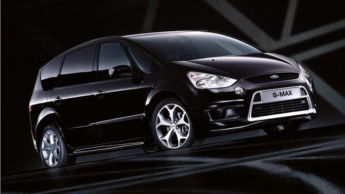 Фото: Вид спереди на минивэн Ford S-Max черного цвета