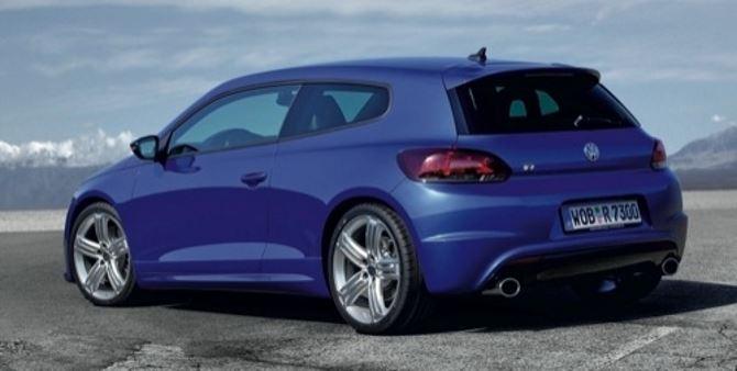 Фото: Вид сзади на Volkswagen Scirocco R, синего цвета