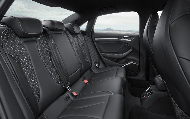 Фото: Задний ряд сидений в седане Ауди S33 2015 года