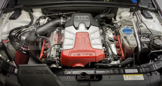 Фото: Двигатель V6 под капотом Audi S4