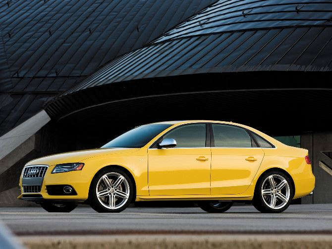 Фото: Ауди S4 в кузове седан, желтого цвета
