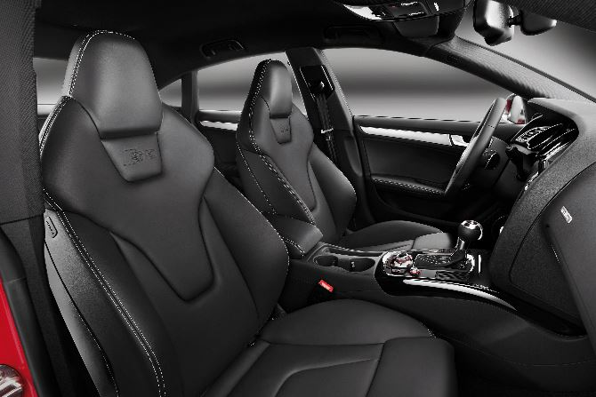 Фото: Audi S5 Sportback - спортивные кресла в салоне авто