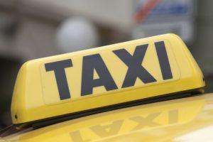 Такси дешево отвозит пассажиров в аэропорт Шереметьево